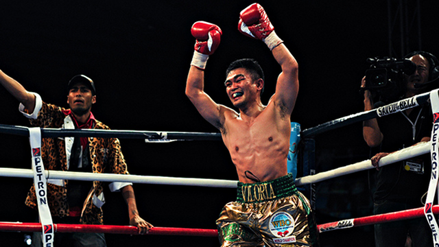 VILORIA VICTORY. Brian Viloria raises his arms in triumph after his victory over Giovani Segura in December 2011. File photo by Oliver Lucas.