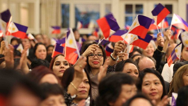 AUDIENCE. President Aquino speaks before an estimated 500 Filipino-Swiss audience in Zurich, Switzerland. Photo by Malacanang bureau