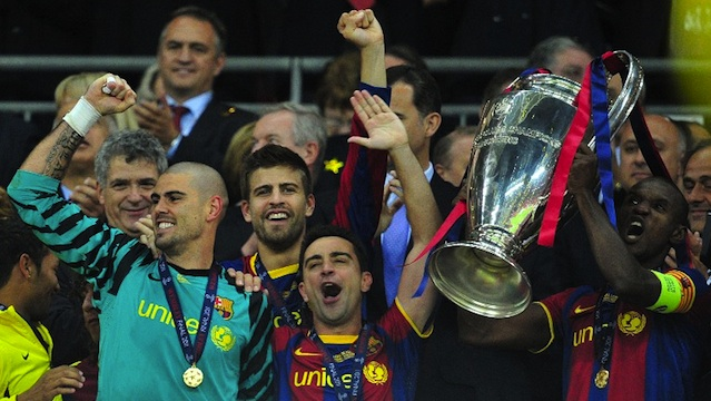 EPIC COMEBACK. FC Barcelona's French defender Eric Abidal (R) celebrates with the trophy at the end of the UEFA Champions League final match FC Barcelona vs Manchester United, on May 28, 2011 at Wembley stadium in London. AFP PHOTO / CARL DE SOUZA