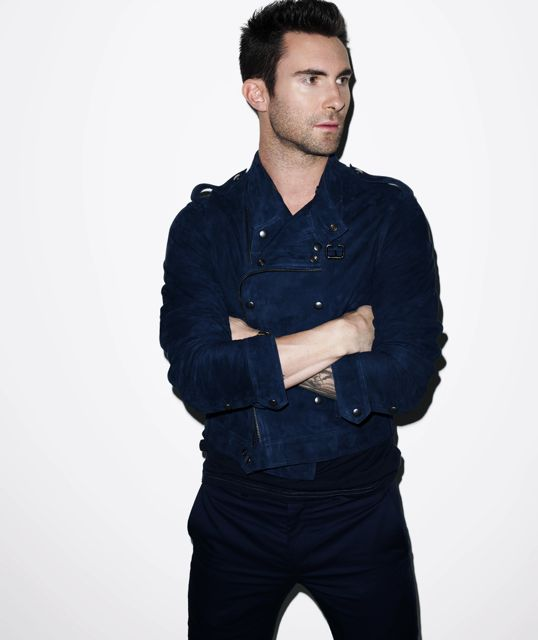 ADAM LEVINE ROCKS HIS Bench outfit. Will he be wearing it tonight? We have to watch the concert to find out!