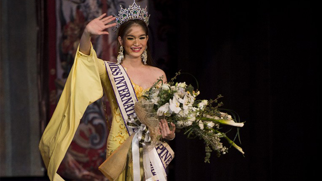 ALL SMILES. Kevin Balot waves after being crowned Miss International Queen 2012. AFP Photo.