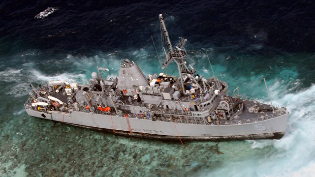 WAITING TO BE DISMANTLED. The mine countermeasures ship USS Guardian seen on Tuesday, January 22, 2013 on the Tubbataha Reef in the Sulu Sea, where it ran aground on January 17. AFP PHOTO / US NAVY