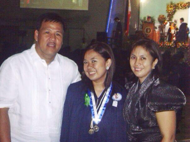 GRADUATION DAY. Aika Robredo poses with her father, Jesse, and her mother, Leni, during her graduation in 2008. Photo courtesy of Aika Robredo