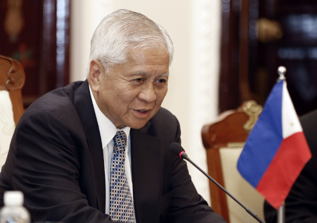 BOOSTING TIES. Philippine Foreign Secretary Albert del Rosario talks to Vietnamese Foreign Minister Pham Binh Minh (not in photo) during a meeting at the Government Guest House in Hanoi, Vietnam, another claimant country in the South China Sea, on July 2, 2014. File photo by Luong Thai Linh/EPA