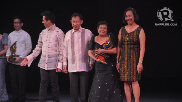 SUPERSTAR. Nora Aunor smiles through happy tears as she accepts her award beside NCCA Chairman Felipe de Leon and other members of NCCA