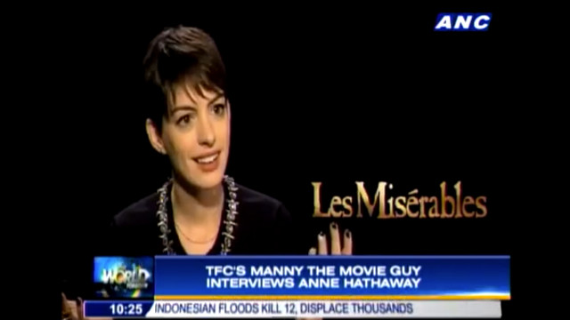 SAME INTERVIEWEE, DIFFERENT RESULT. 'Les Mis' star Anne Hathaway gamely answered Manny the Movie Guy's questions. Screen grab from YouTube (TheABSCBNNews)