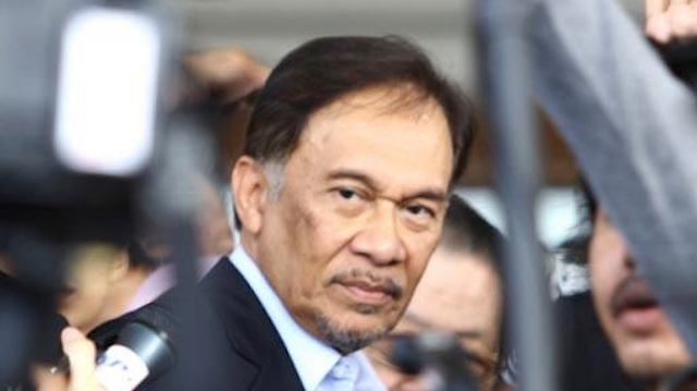 OPPOSITION LEADER. Anwar Ibrahim has been accused of being the politicial who 'invited' Kiram's followers to Sabah. Photo from his Facebook page