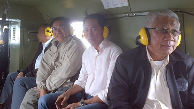 PABLO MODE. Members of the Aquino Cabinet on a chopper to accompany President Aquino in visiting Compostela Valley and Davao Oriental. Joining Aquino are Health Secretary Enrique Ona (2nd from L), Energy Secretary Jericho Petilla (3rd from L), and Defense Secretary Voltaire Gazmin (rightmost). Photo by DSWD Secretary Dinky Soliman