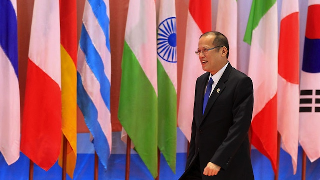IN LAOS. Aquino arrives at the 9th ASEM in Vientiane. Photo by Jay Morales/Malacañang Photo Bureau