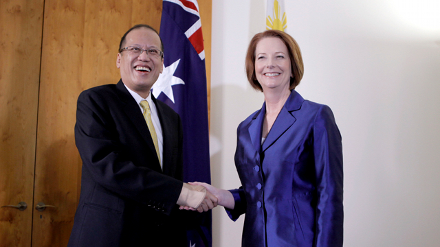'WAITING FOR RULES.' President Aquino and Australian Prime Minister Julia Gillard discussed the prospects of mining but Secretary Carandang said Australian investors want to wait to see the Philippines' rules on the industry. Photo by Malacañang Photo Bureau