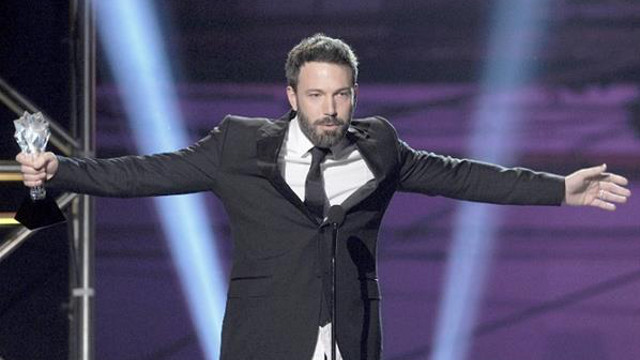 VINDICATED. After getting 'snubbed' by the Oscars, Ben Affleck has been winning the Best Director trophies left and right: first from the Critics' Choice Film Awards and, most recently, the Golden Globes. Photo from the Critics' Choice Film Awards by AFP