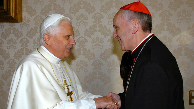 BENEDICT XVI TO FRANCIS. This file picture taken on January 13, 2007 at the Vatican shows Pope Benedict XVI (L) meeting Pope Francis, who was then archbishop of Buenos Aires. AFP PHOTO / ARTURO MARI / OSSERVATORE ROMANO