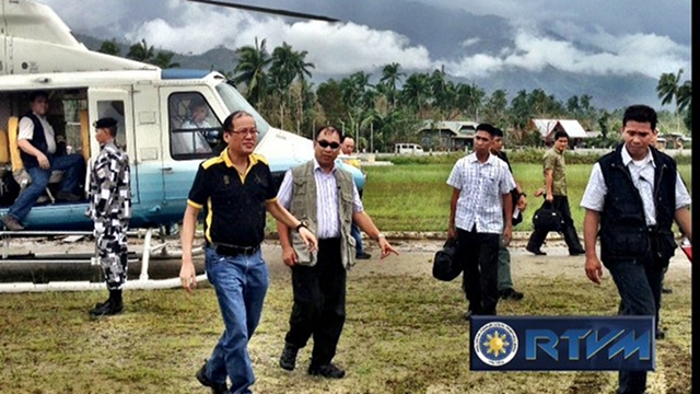 PRESIDENT'S PRESENCE. President Benigno Aquino III arrives in Brgy. Cabinuan, New Bataan, Compostela Valley to talk and distribute relief packs to victims of Typhoon Pablo. Photo from RTVM
