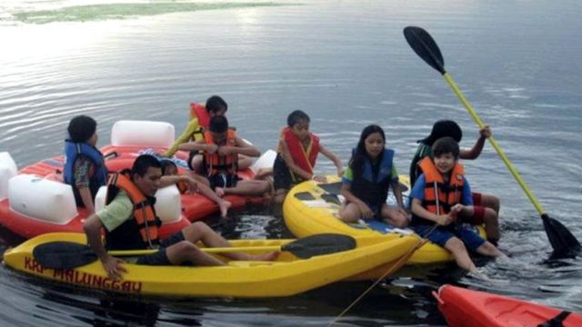 KAYAKKING IN TAAL LAKE