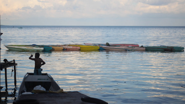 OPEN SEAS. On board small boats, more than 50 Filipinos arrive in Bongao, Tawi-Tawi on Monday, March 11, from Semporna, Malaysia. Photo by Karlos Manlupig