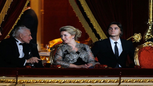 BOLSHOI. Russian first lady Svetlana Medvedeva (center) speaks with choreographer Yuri Grigorovich (left) as the theater's artistic director Sergei Filin (right) looks on during the re-opening ceremony of the Bolshoi Theater in Moscow, on Oct 28, 2011. AFP file photo