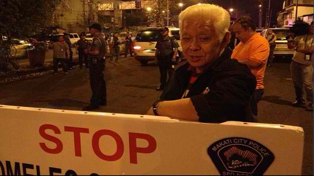 CHECKPOINT. Comelec chair Sixto Brillantes Jr leads the inspection of Comelec checkpoints in Metro Manila, Saturday night, January 12. Instagram photo of James Jimenez