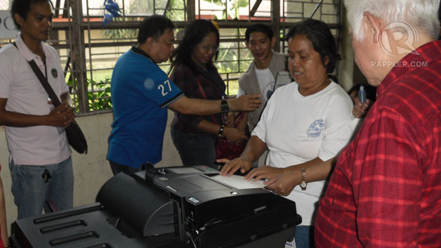 TESTING. Comelec Chair Sixto Brillantes Jr observes voting processes during mock polls held at UPIS. Photo by Raisa Serafica