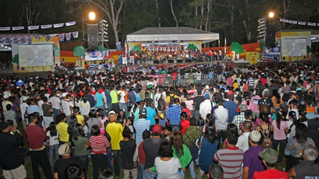 IMPRESSED? Bukidnon residents listen to UNA candidates as they explain their platforms and views on Mindanao issues. Photo courtesy: UNA