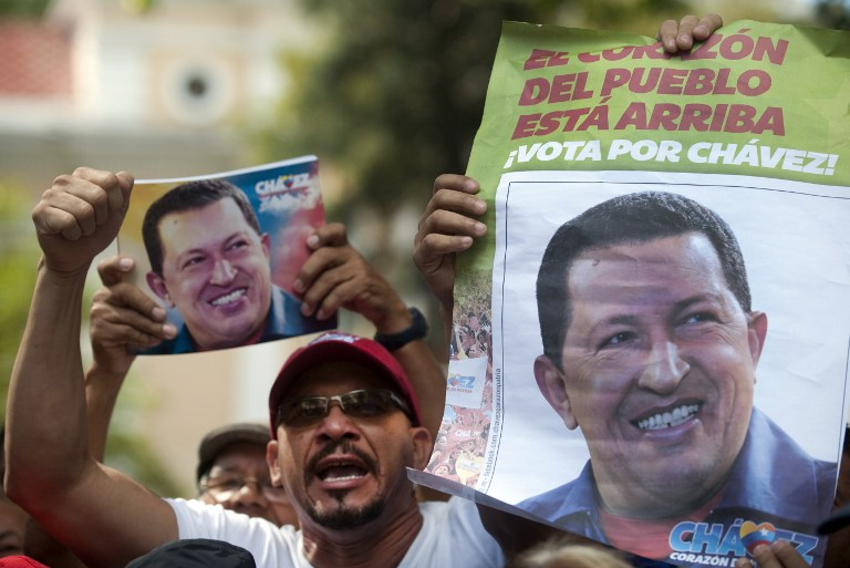 FOR CHAVEZ. Supporters of the Venezuelan President Hugo Chavez shut slogans outside of the National Assembly in Caracas on January 5, 2013. AFP PHOTO/RAUL ARBOLEDA