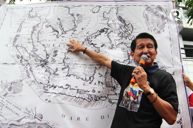 'IT'S OURS.' One of the protest leaders, former National Security Adviser Roilo Golez, shows maps to disprove China's territorial claims. Photo by Vincent Go