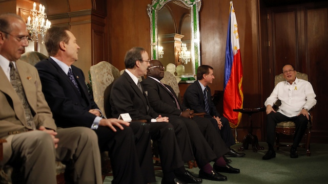 PH-US TIES. President Benigno Aquino III exchanges views with the United States Congressional Delegation headed by newly selected chairman of the US House Committee on Foreign Affairs Representative Edward Royce, during the courtesy call at the Music Room, Malacaang Palace on Wednesday, Jan. 30, 2013. Photo by Gil Nartea / Malacaang Photo Bureau
