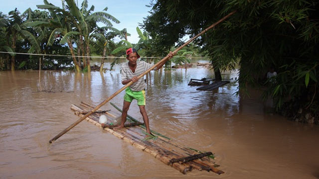 FLOODED TOWNS. Heavy rain from tropical depression 'Crising' submerged towns in Davao del Norte. All photos by Karlos Manlupig 