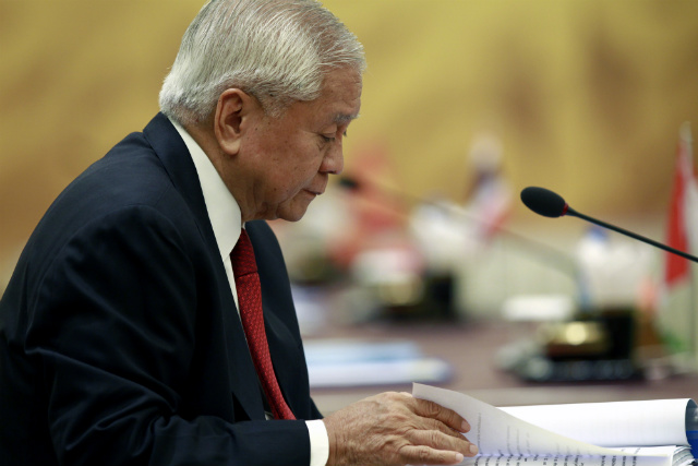 TOP DIPLOMAT. Philippine Secretary Albert del Rosario reads as he attends the meeting of the Southeast Asian Nuclear-Weapon-Free-Zone commission at Myanmar International Convention Center in Naypyitaw, Myanmar on August 8, 2014. Myanmar is the host country of the 47th Association of Southeast Asian Nations Foreign Ministers' Meeting and 21st ASEAN Regional Forum. Photo by Lynn Bo Bo/EPA