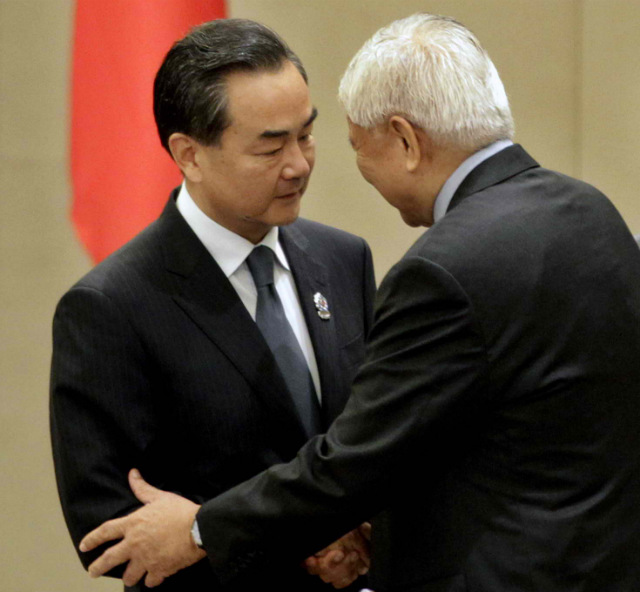 SEA ROW. Chinese Foreign Minister Wang Yi (left) shakes hands with Philippine Foreign Secretary Albert del Rosario (right) during the the Association of Southeast Asian Nations-China Ministerial Meeting at the Myanmar International Convention Center in Naypyitaw, Myanmar on August 9, 2014. Photo by Nyein  Chang Naing/EPA
