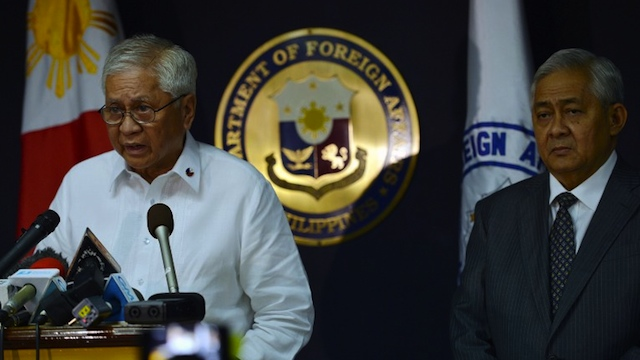 SEE YOU IN COURT, CHINA. Philippine Foreign secretary Albert del Rosario (L) reads a statement while the country's solicitor general Francis Jardeleza listens during a press conference in Manila on January 22, 2013. AFP PHOTO/TED ALJIBE
