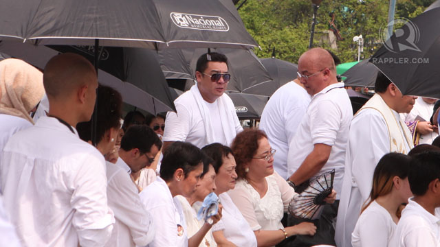 VANDOLPH. The son of Dolphy with actress Alma Moreno weeps as he falls in line to view his father remains for the last time. Photo by Geric Cruz