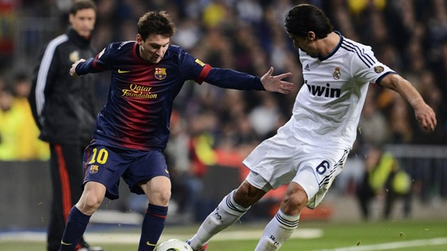 ALL SQUARE. Barcelona's Argentinian forward Lionel Messi (L) vies with Real Madrid's German midfielder Sami Khedira during the Spanish Copa del Rey (King's Cup) semi-final first leg football match Real Madrid CF vs FC Barcelona. Photo by AFP.