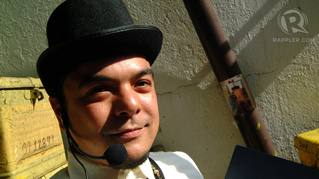 FAMILIAR FACE. Carlos Celdran is the face -- and voice -- of the walking tour of Intramuros. All photos by Andy Maluche