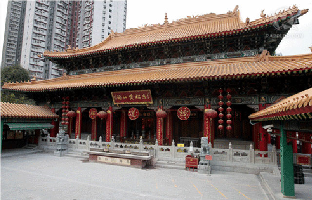 Sik Sik Yuen Wong Tai Sin Temple is one of the most popular temples in Hong Kong and caters to Taoism, Buddhism, and Confucianism. Photo from the landmarks official website (www.siksikyuen.org.hk)