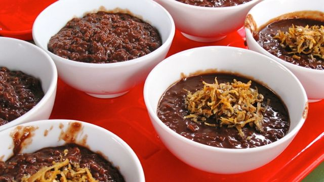 TRULY SPECIAL. Voted as the students' most favorite meal, the Champorado Espesyal is made more tasty and special with its fried dilis toppings. All photos courtesy of Michelle Solano
