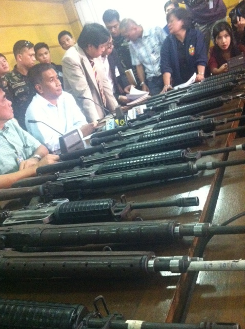DEADLY WEAPONS. The firearms used by the military at the checkpoint were mostly M16s and M14s. Photo by Natashya Gutierrez.