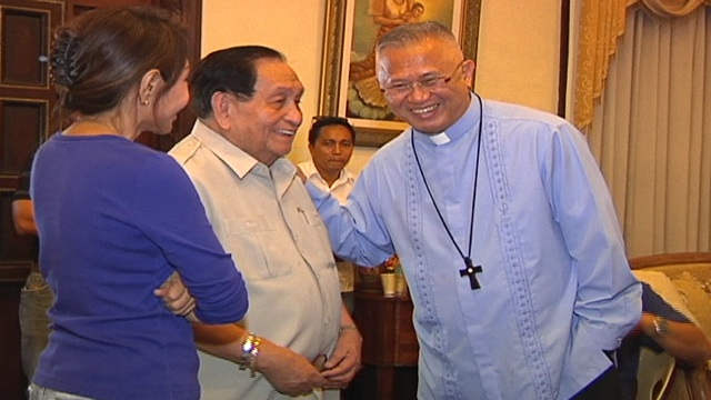 THE VISIT. Cebu Archbishop Jose Palma visits suspended Cebu Governor Gwen Garcia, seen here with her father Pablo. Photo by Ryan Sorote