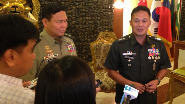 CLASSMATES: AFP chief General Emmanuel Bautista and Northern Luzon Command chief Lieutenant General Gregorio Pio Catapang Jr. Photo by Carmela Fonbuena/Rappler