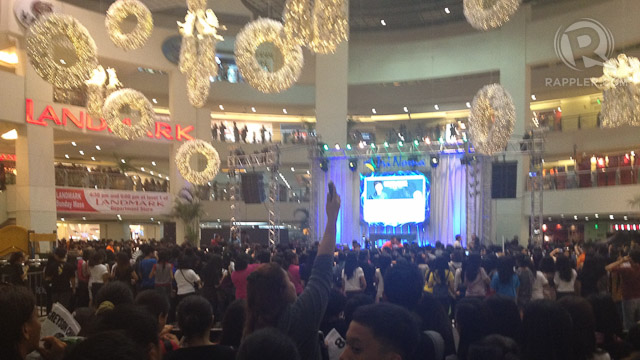 WAITING FOR GREYSON. A packed TriNoma activity area where fans waited for Greyson's performance