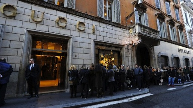 People queue as they wait for the opening of a Gucci luxury goods shop on the first day of the winter sales in Via dei Condotti in Rome. AFP PHOTO / GABRIEL BOUYS