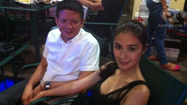 RELAXED MOMENT. Sen Chiz Escudero and Heart Evangelista spend time together at Escudero's Christmas party for Senate reporters.
