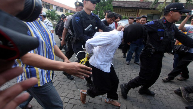 ARRESTED. Indonesian police arrests 4 men suspected of robbing banks to fund militant activities. Photo by AFP