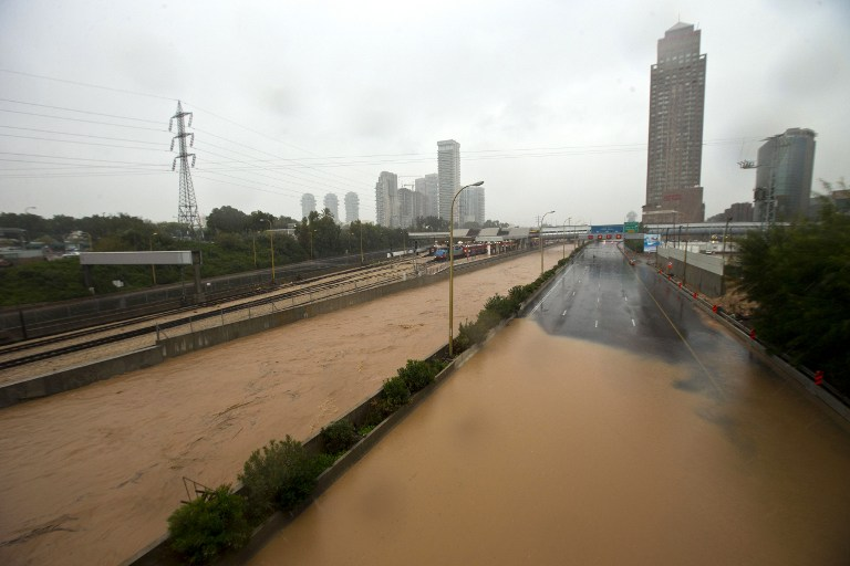 FLOODED TEL AVIV. Rains disrupt the roads and rail system on January 8, 2013, in the Mediterranean coastal city of Tel Aviv. AFP PHOTO/JACK GUEZ