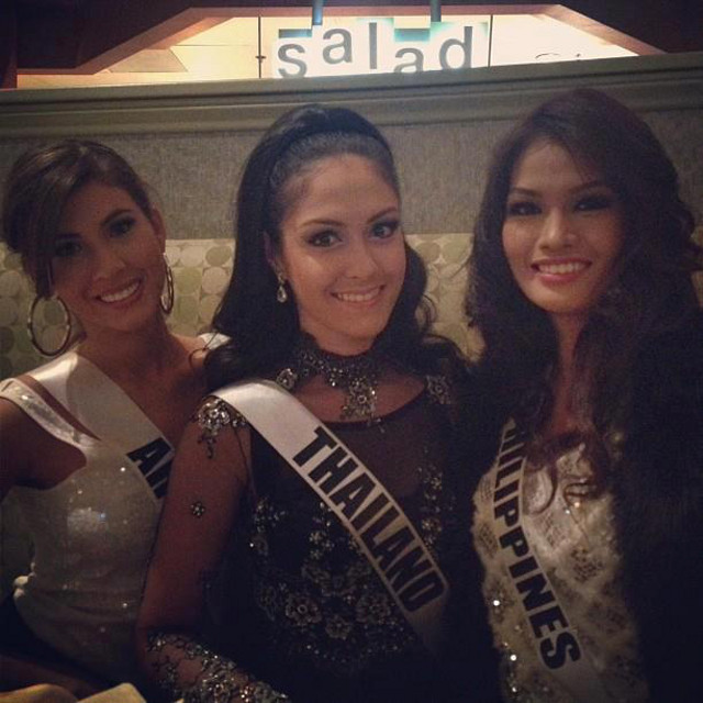 Janine with Miss Aruba Liza Helder and Miss Thailand Nutpimon Farida Waller