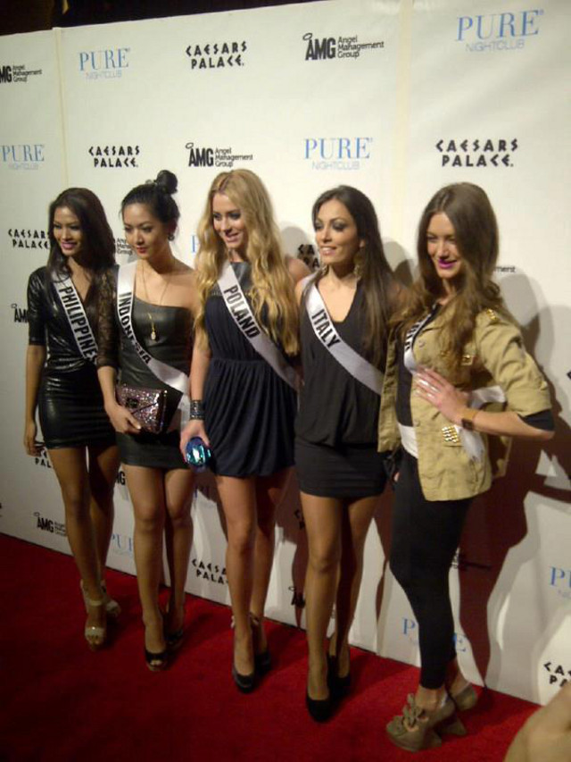 Janine Tugonon with other candidates at the red carpet of Caesars Palace in Las Vegas. Photo from the Janine Mari Raymundo Tugonon Facebook page