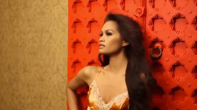 FOR THE WIN! Miss Philippines Janine Tugonon in her glamshot shoot with Fadil Berisha. Screen grab from YouTube (OfficialMissUniverse)