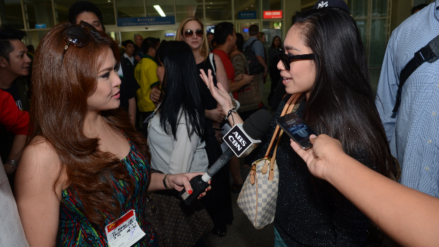 Jessica lands in Manila and is welcomed by the press