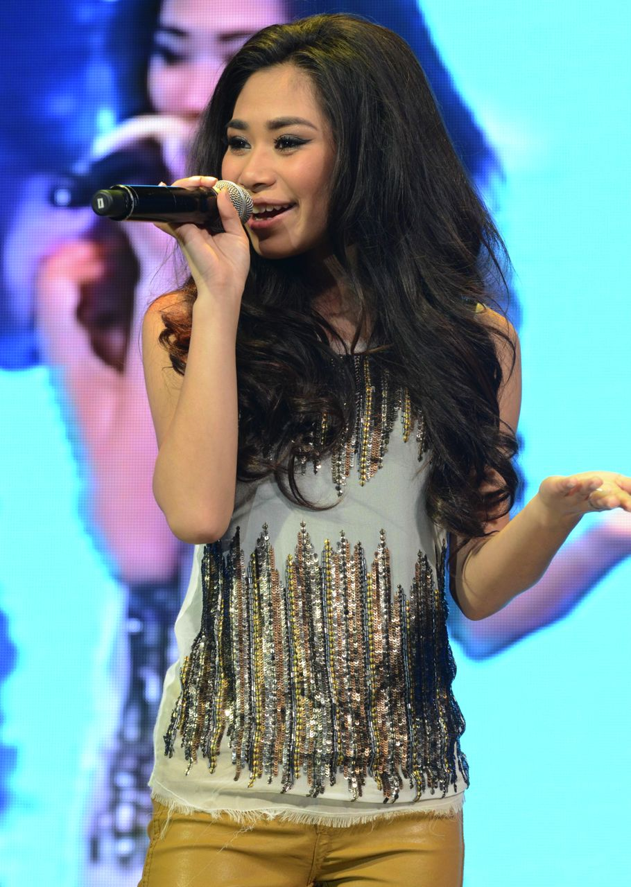 HERE FOR V-DAY. Jessica Sanchez celebrates Pinoy love on her February 14 concert at the Smart Araneta Coliseum. All photos courtesy of Smart Communications Inc