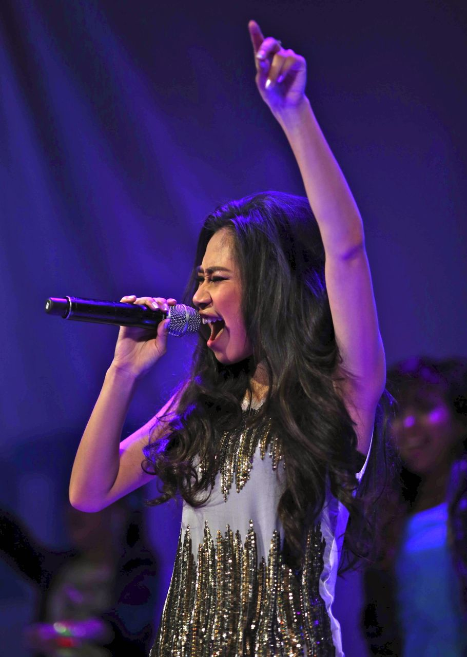 THROUGH THE HOARSENESS. Jessica Sanchez performed through it, giving her Manila fans the concert they deserved. Photo from the February 11 'Jump In' fan meet and greet courtesy of Smart Communications Inc