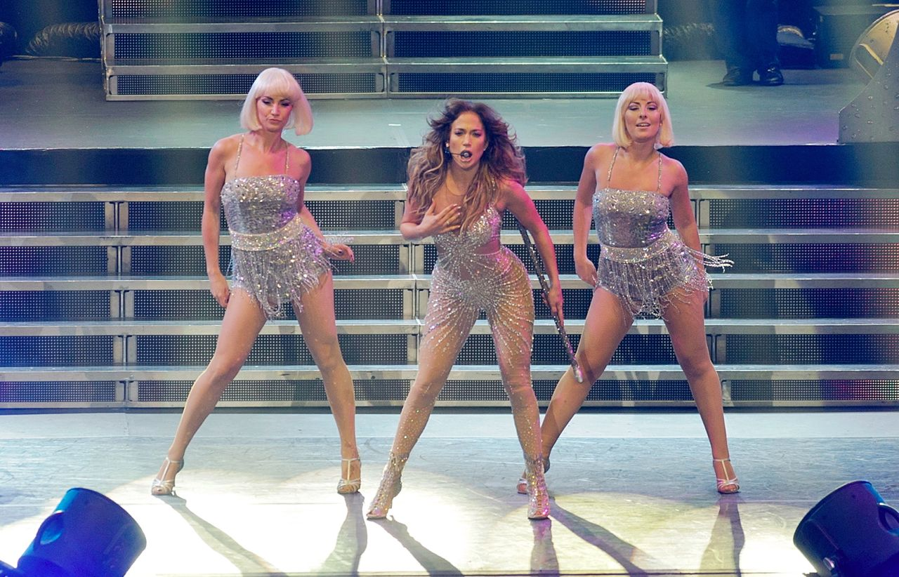 HARDCORE DANCER. J.Lo is happy to shake-shake-shake. Photo by Magic Liwanag